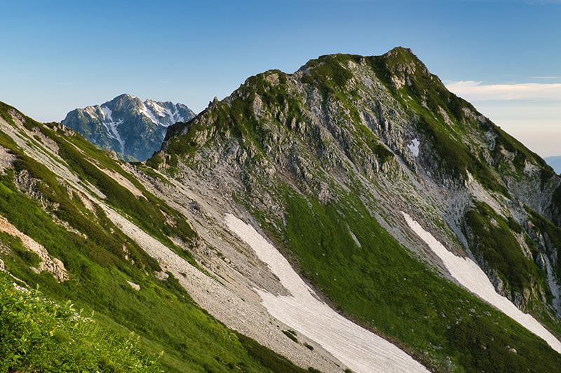 スバリ岳の鞍部に劔岳
