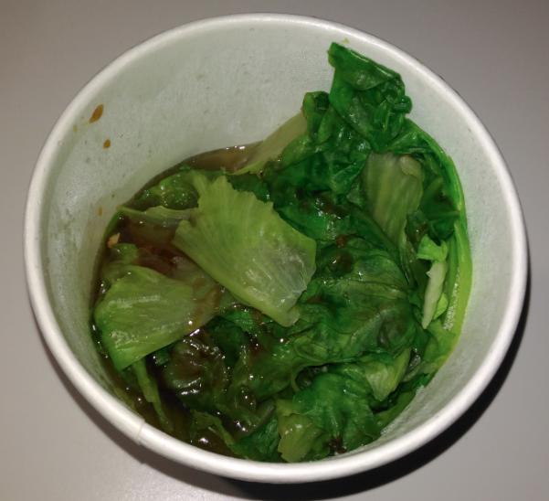 台北メトロの市政府駅近くにある周胖子餃子館の茹で野菜