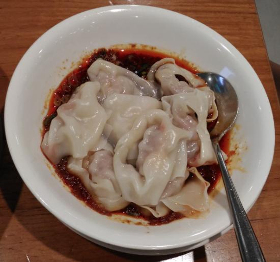 鼎泰豊(ディンタイフォン)の101店のピリ辛ゆでワンタン