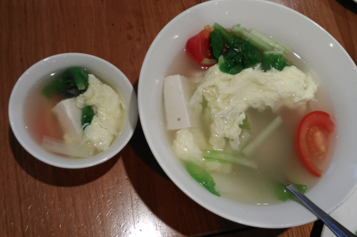 鼎泰豊(ディンタイフォン)のトマト・豆腐入り野菜卵スープ