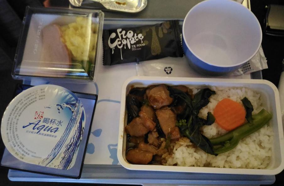 チャイナエアラインの宮崎-台北便の機内食