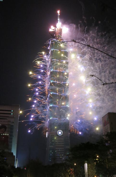 台北101の年越し花火