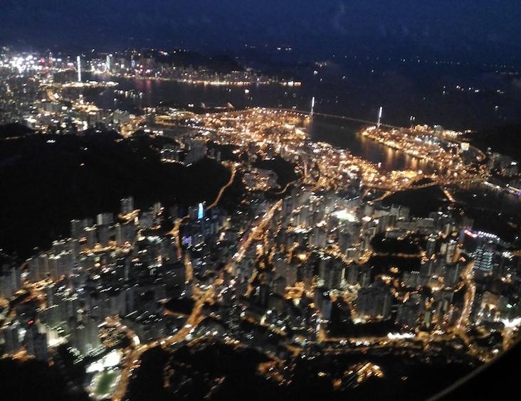 香港のビクトリアハーバー付近の夜景