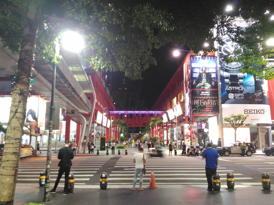 MRT市政府駅からクラブまでのアクセス方法