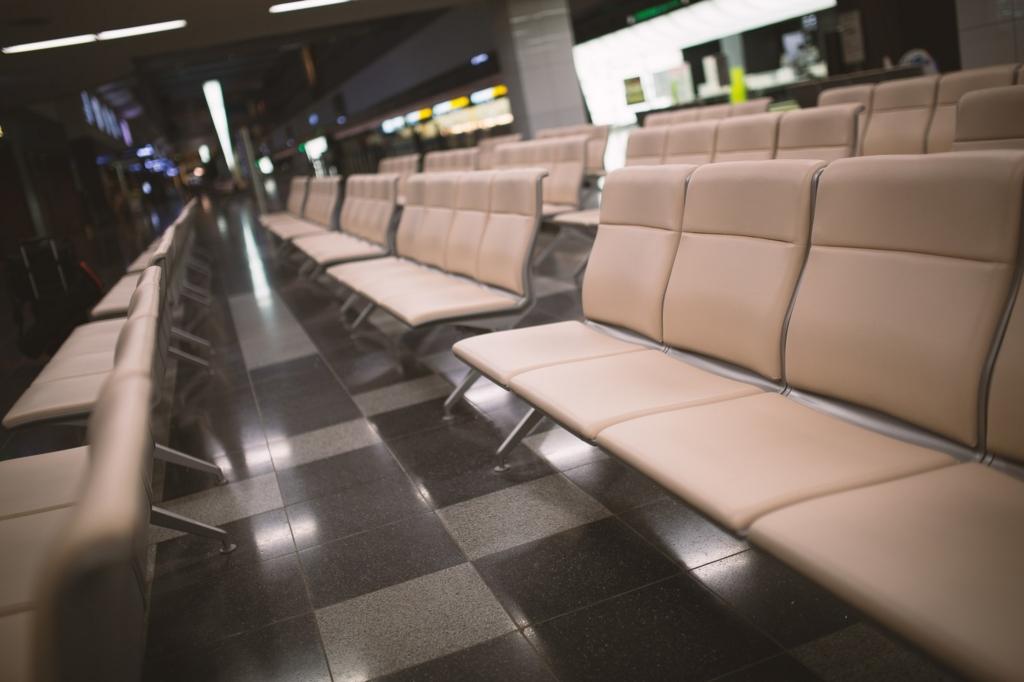 誰もいない空港のロビー