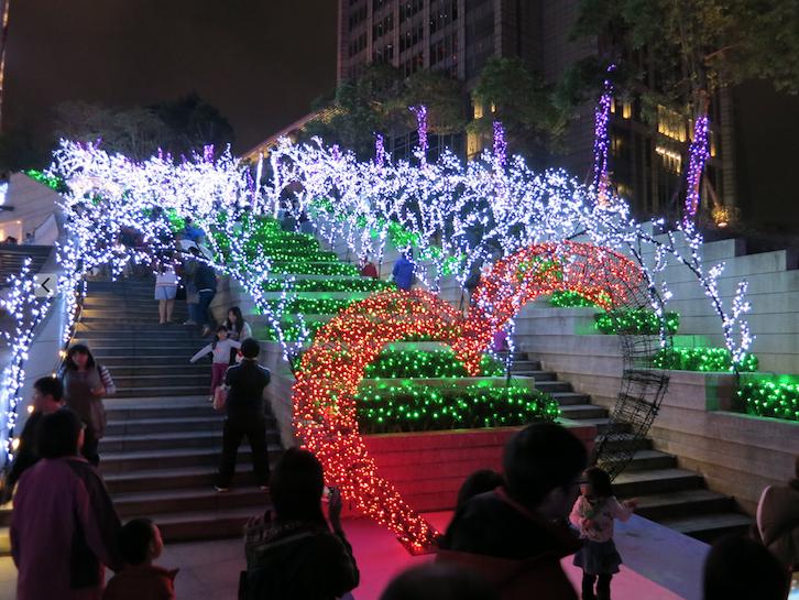 「統一時代百貨」のクリスマスイルミネーション