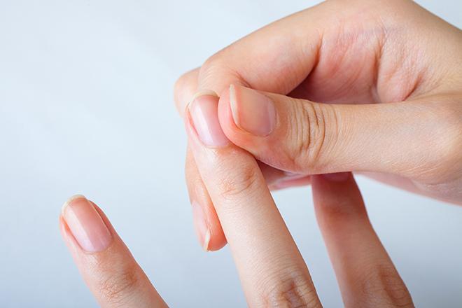 脱毛症の名医が薦める「爪もみ」