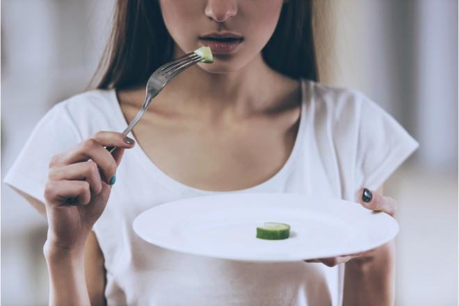 偏った食事による栄養不足