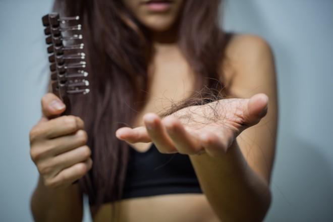 1. 抜け毛やボリュームが気になる方に最適なシャンプーTOP3