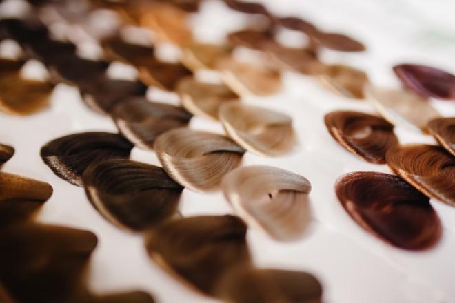 【選び方2】髪色に合わせて選ぶ