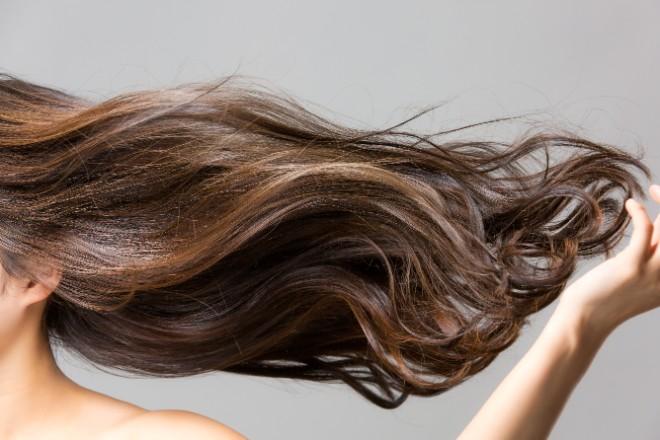 髪色全体を明るくしたい場合は、おしゃれ染めを検討する