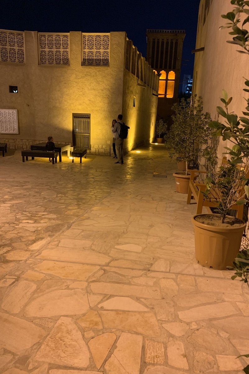 夜のアル・ファヒディの画像