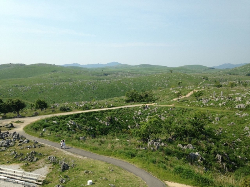 Akiyoshi_Plateau_from_Akiyoshidai_Karst_Observation_Deck_(north).jpg