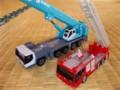 トミカ:日野はしご付消防車(モリタスーパージャイロラダー)とKOBELCOオ