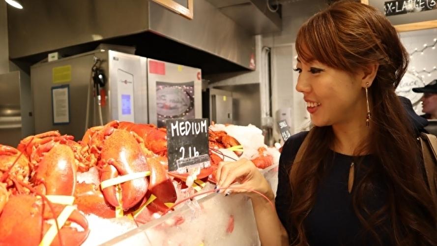NYでショッピングを楽しむ日本人女性