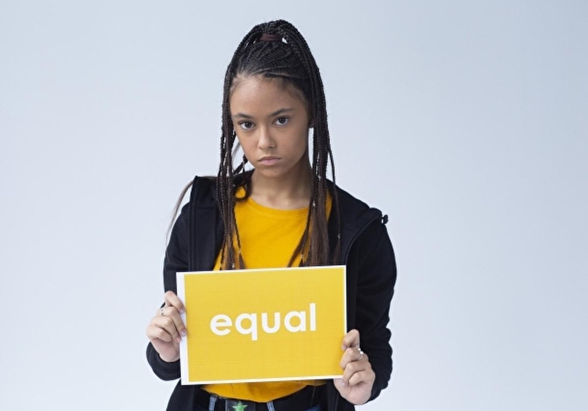 平等を訴える美しい黒人女性