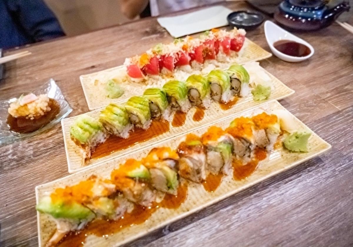 綺麗に盛り付けられたアメリカのお寿司