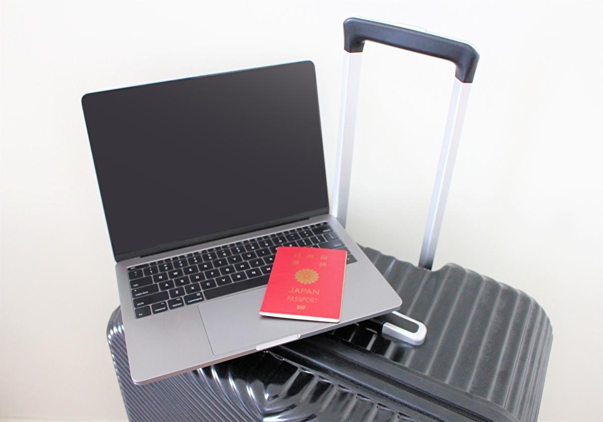 アメリカに留学するSTEM系専攻の大学生の荷物(イメージ)