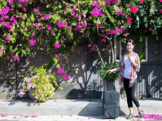 意気揚々と旅立つSTEM専攻の女性留学生 イメージ