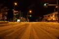 雪が積もった須坂市の交差点