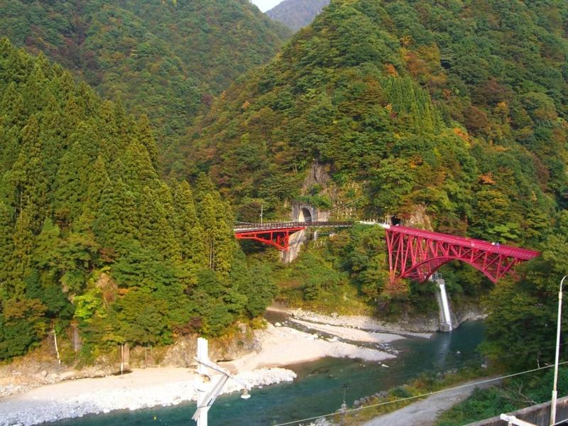 黒部峡谷トロッコ電車 宇奈月駅付近の紅葉