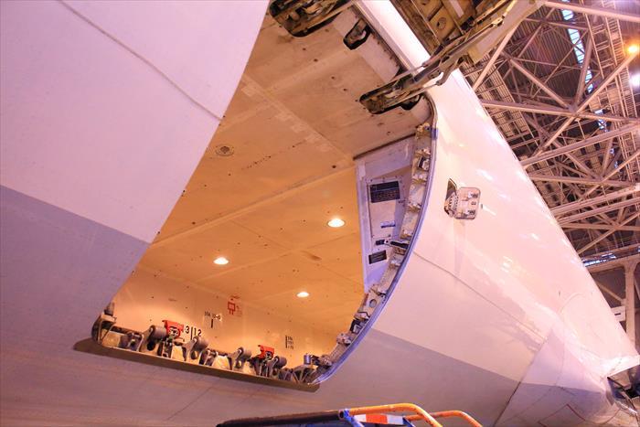 旅客機 貨物室