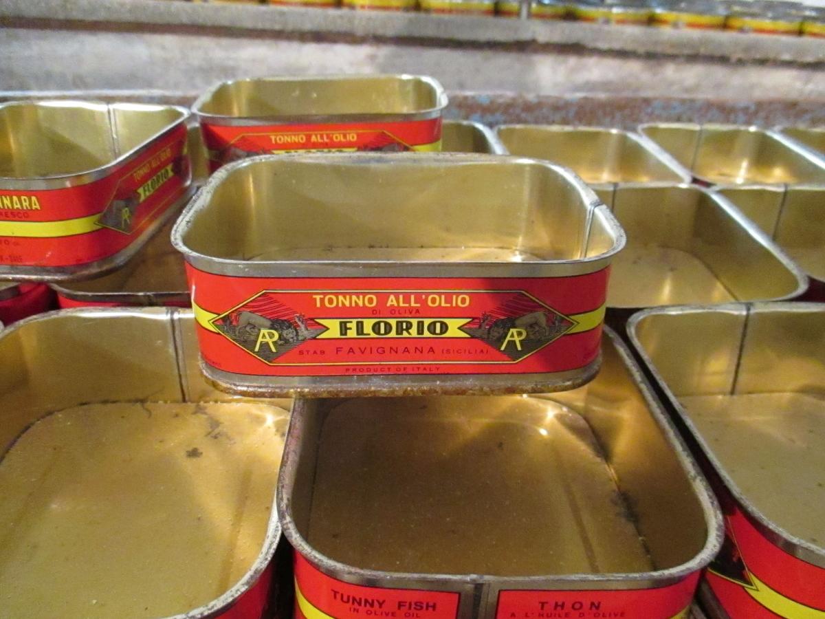 マグロ缶詰の空き缶 ファビアーナ島