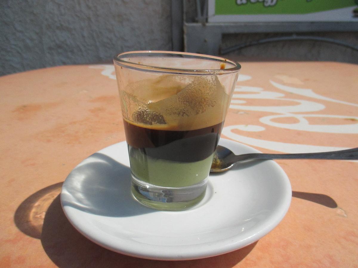 コーヒーにピスタチオ