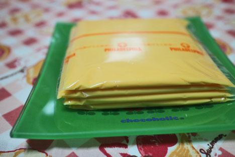 贅沢3層仕立ての濃厚クリーミーチーズ【フィラデルフィア】