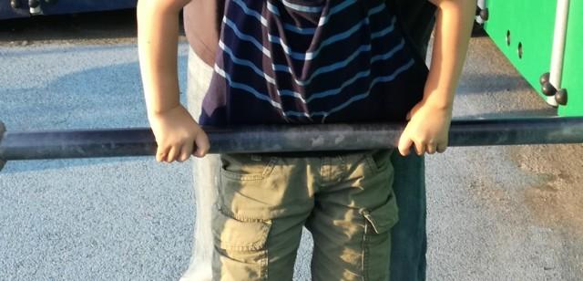 5歳4ヶ月 鉄棒がムズい