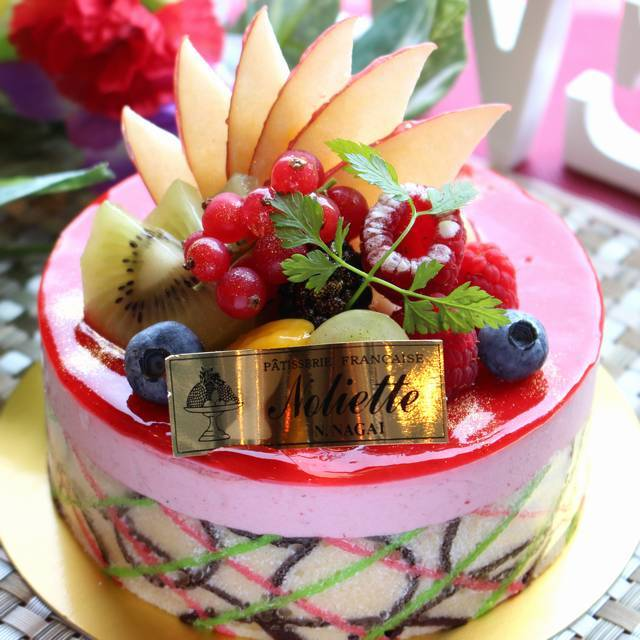 おしゃれで豪華なケーキがかわいくて美味しそう