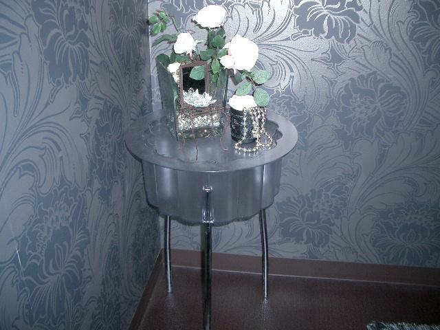 IKEAのサイドテーブル(ふたがあきます) 飾りはイメージです 2000円