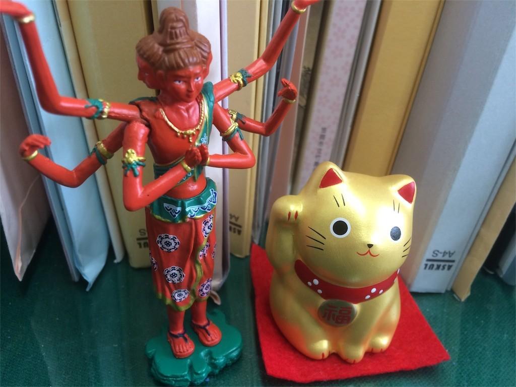 招き猫と阿修羅像。なぞのコンビ。