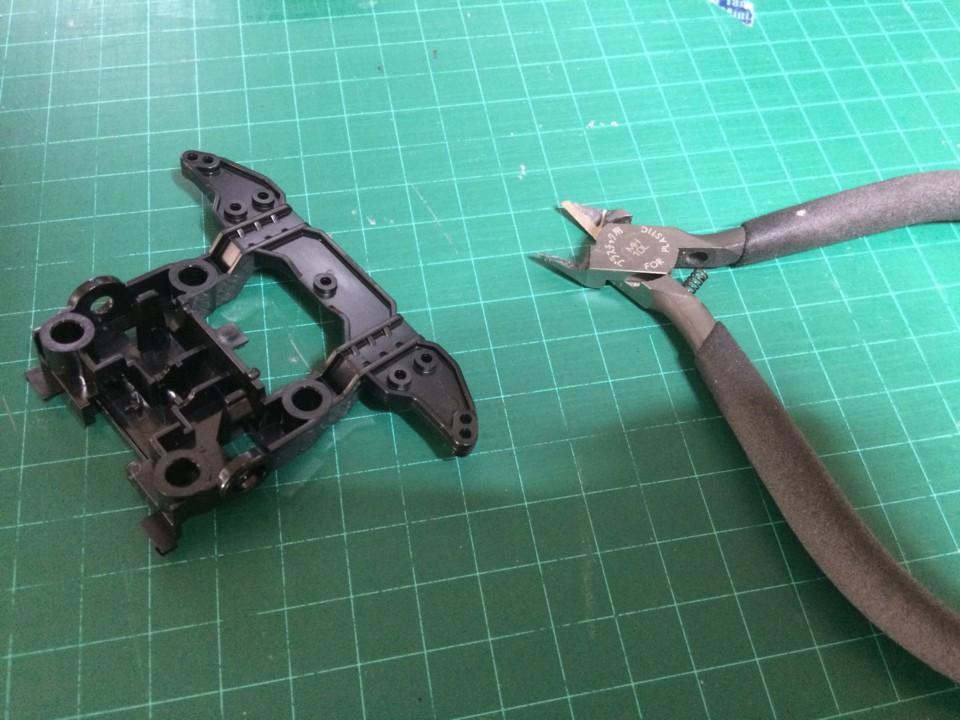 T01ユニットのバンパーを切ります