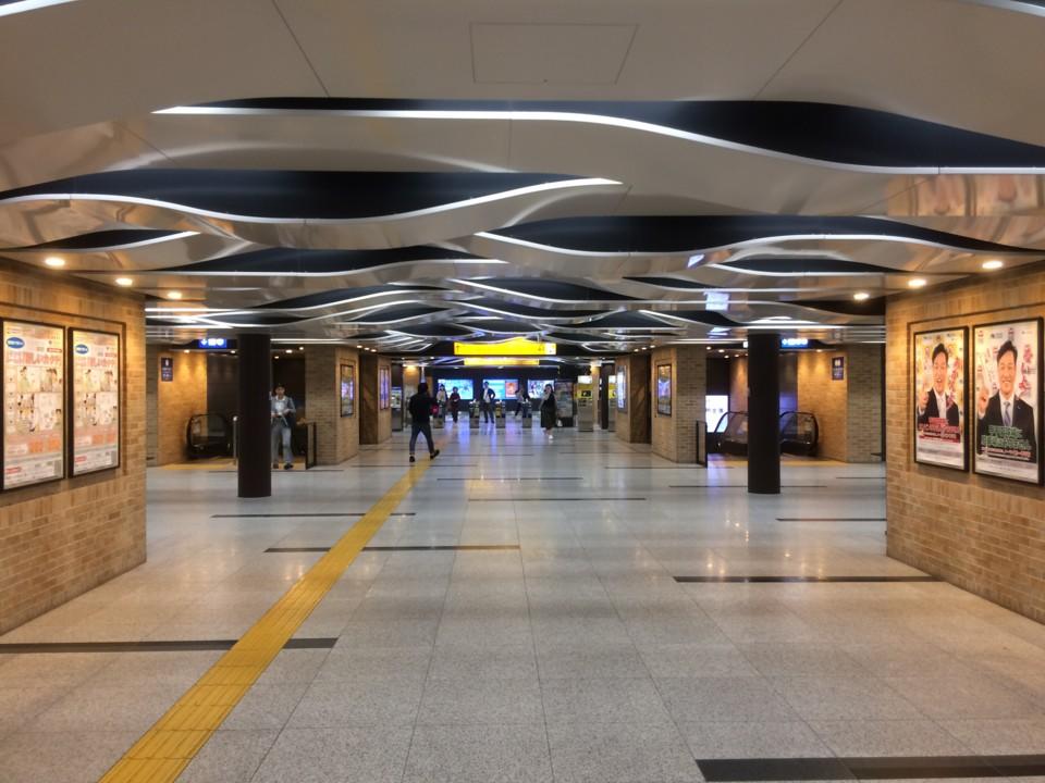 阪神電車・三宮駅