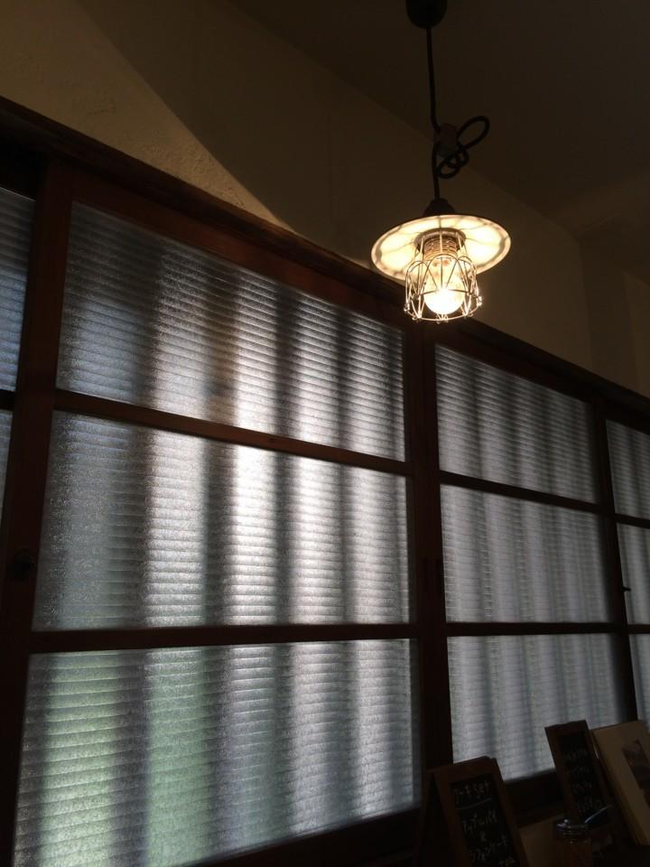 古民家・電灯・すりガラス