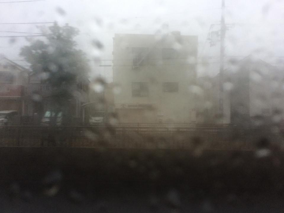 雨の日、曇りガラス