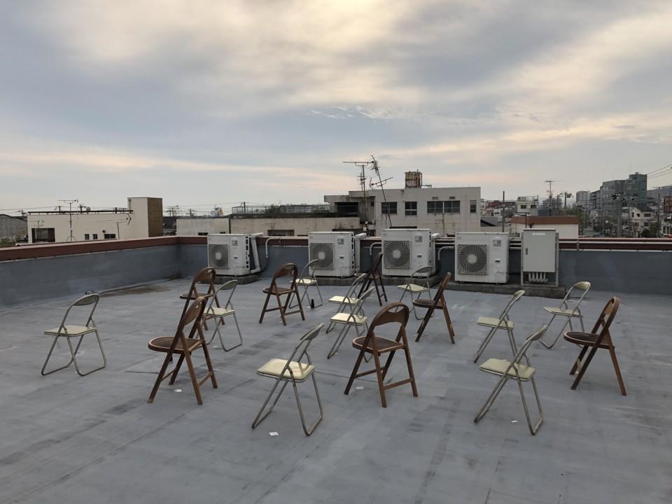 パイプ椅子群