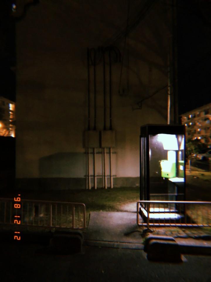 冬の電話ボックス
