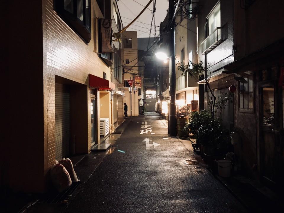 路地裏の夜