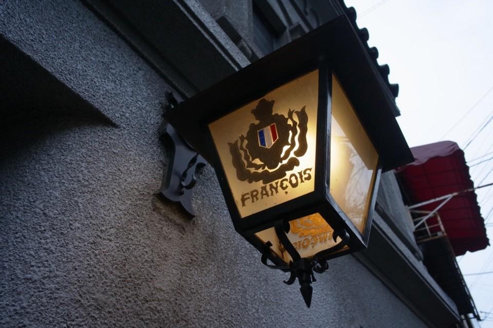 レトロな喫茶店の街灯