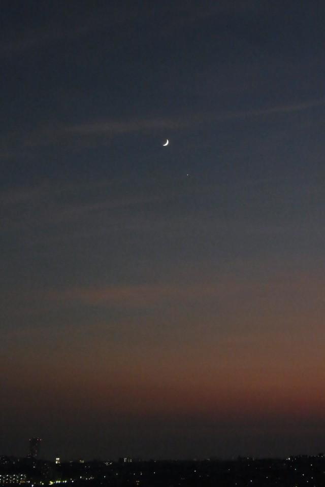 三日月と夕日