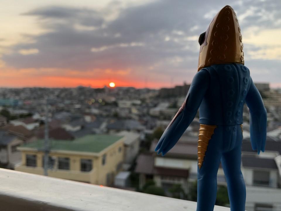 メトロン星人と夕日。ほんとに夕日が似合うなあ。