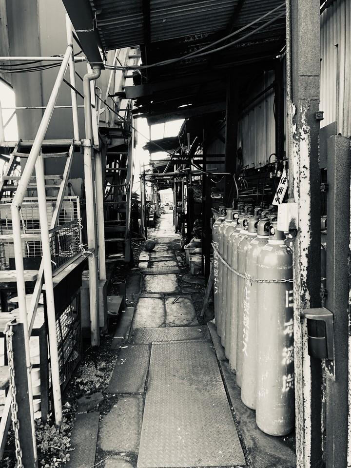 造船所・路地(iPhone8 Plus)