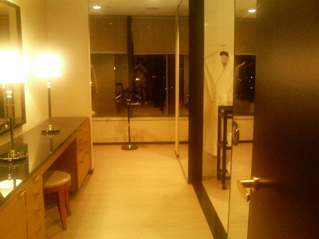 クローゼットとバスルーム
