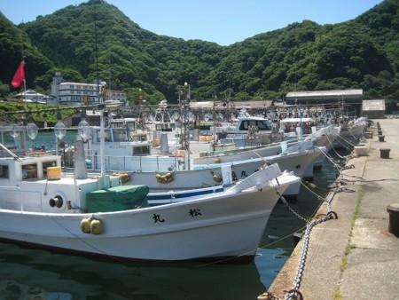 夏の風物詩「漁火」とイカ釣り船