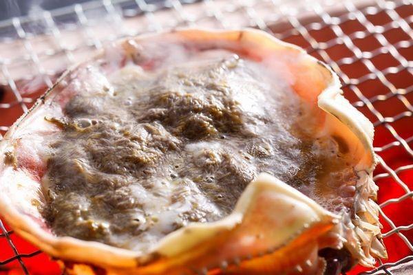 炭火カニ味噌甲羅焼