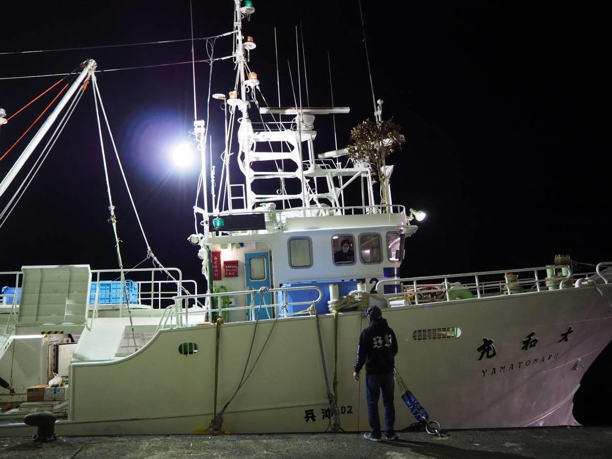 浜坂漁港 松葉蟹漁船団の初出漁