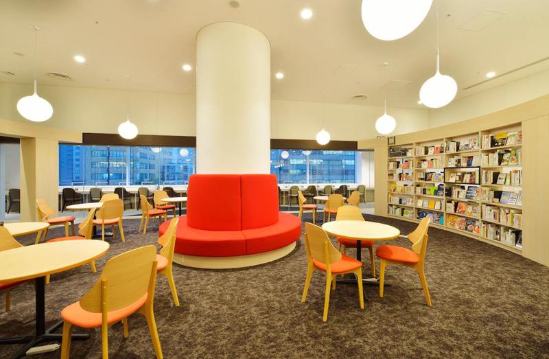 札幌市図書・情報館 グループ席 赤い椅子