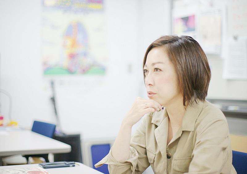 素敵なダイナマイトスキャンダルについて語る小野 朋子さん